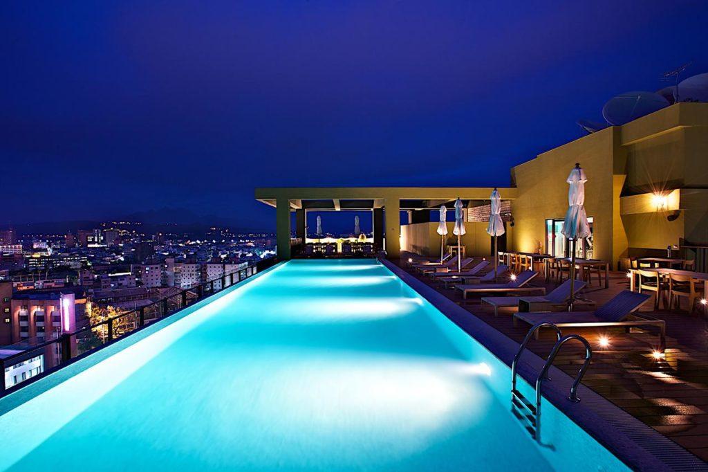 潮渡假飯店游泳池