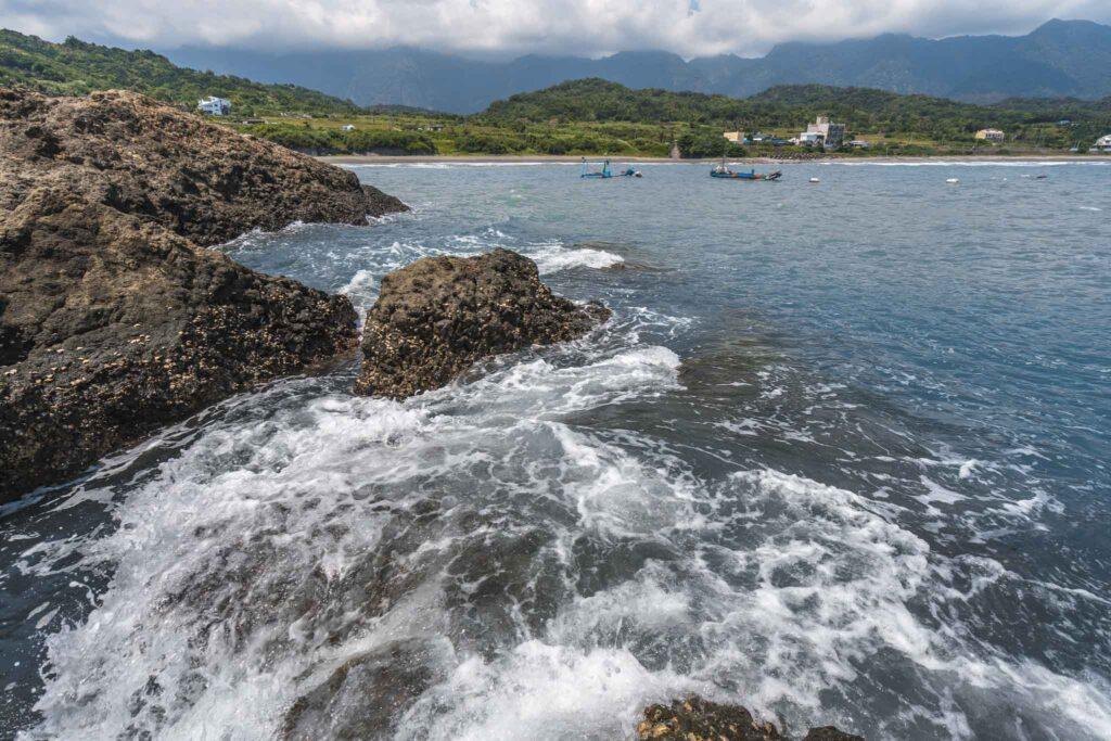 烏石鼻漁港海浪