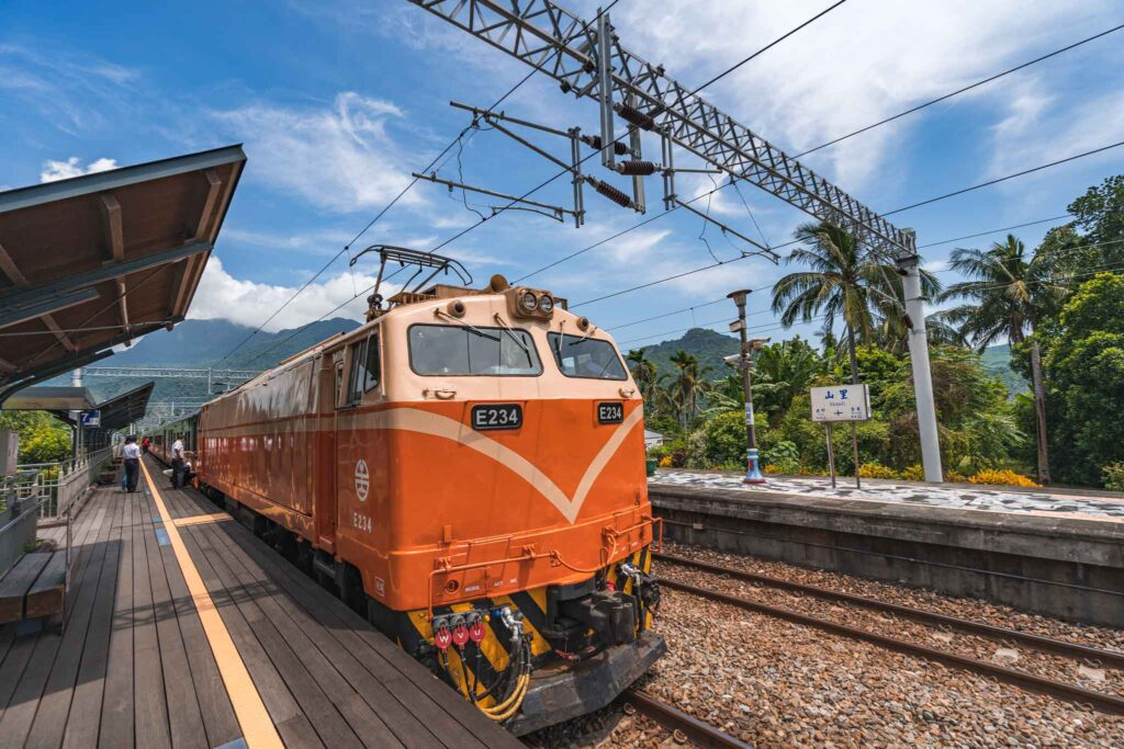山里車站火車