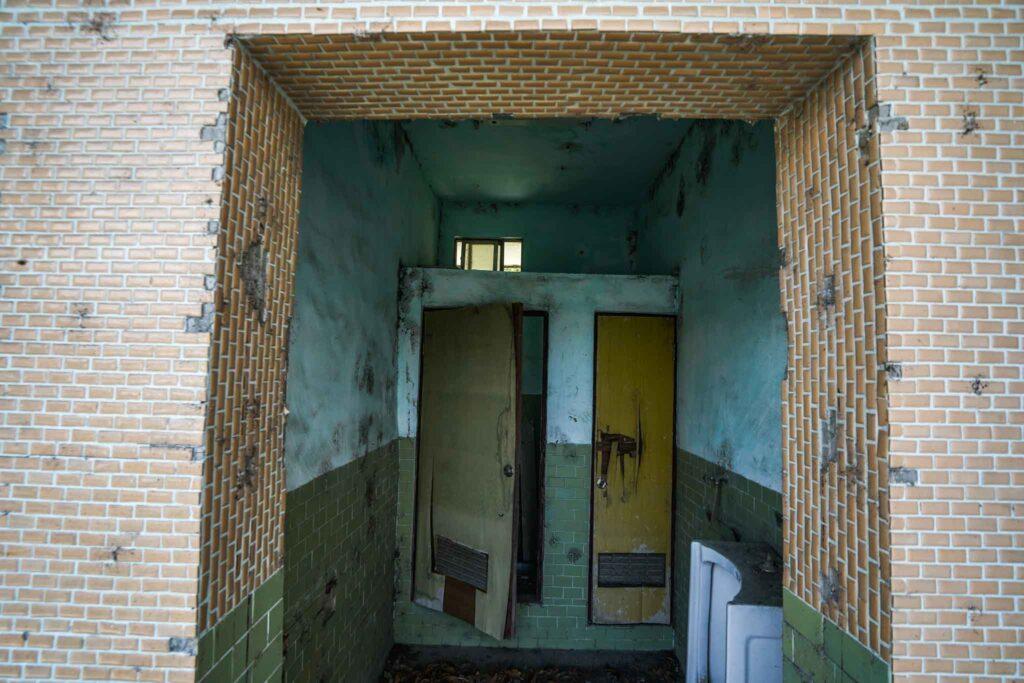 廢棄車站廁所