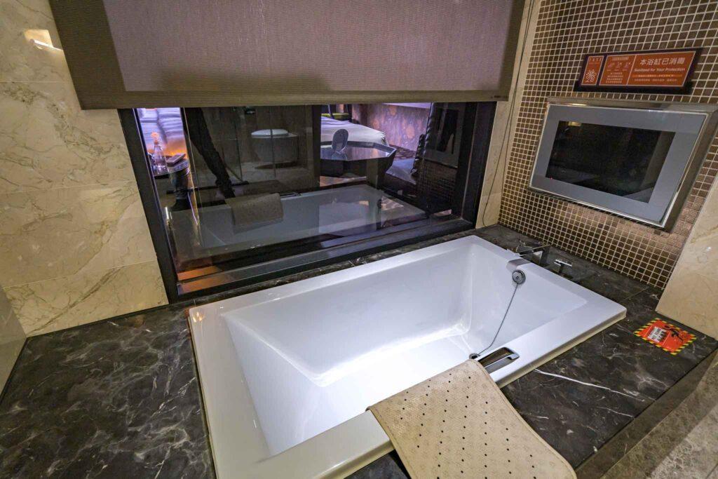冠月精品旅館浴缸