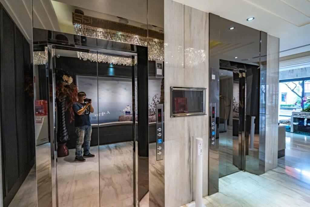 冠月精品旅館電梯