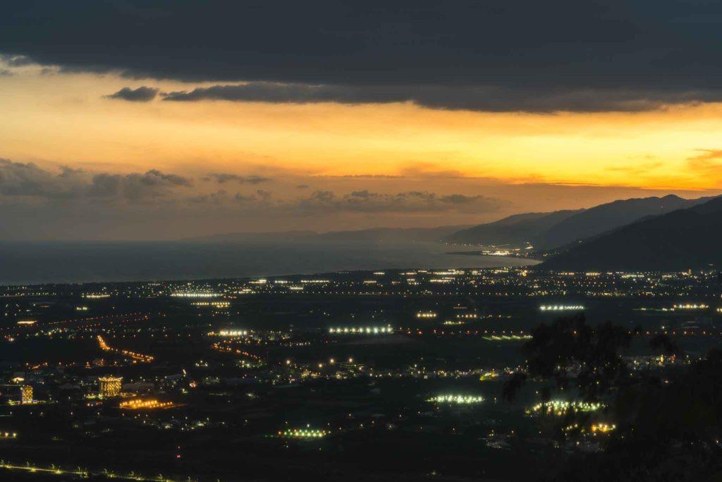 頂岩灣四格山傍晚往太麻里方向夜景