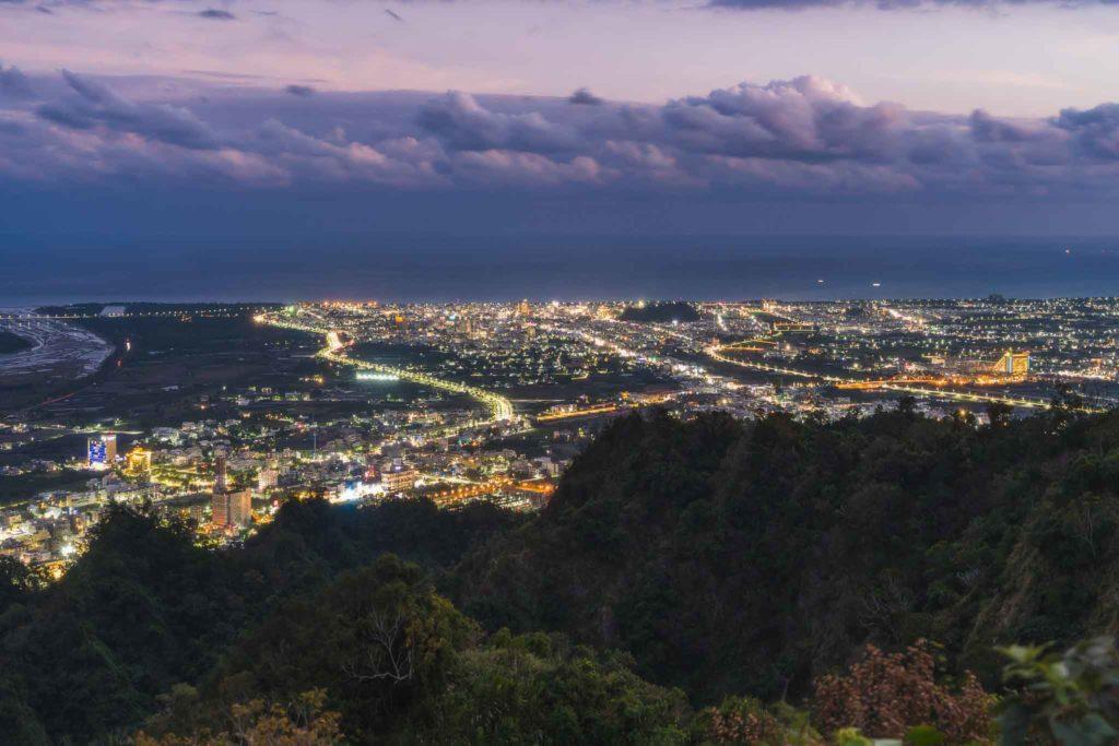 頂岩灣四格山的夜景