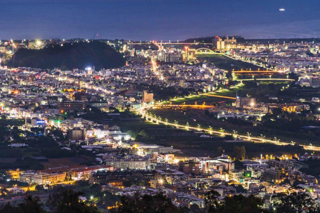 頂岩灣四格山夜景