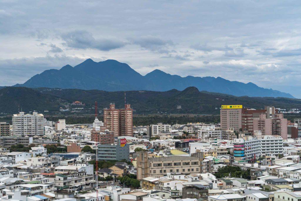 鯉首觀景平台眺望都蘭山