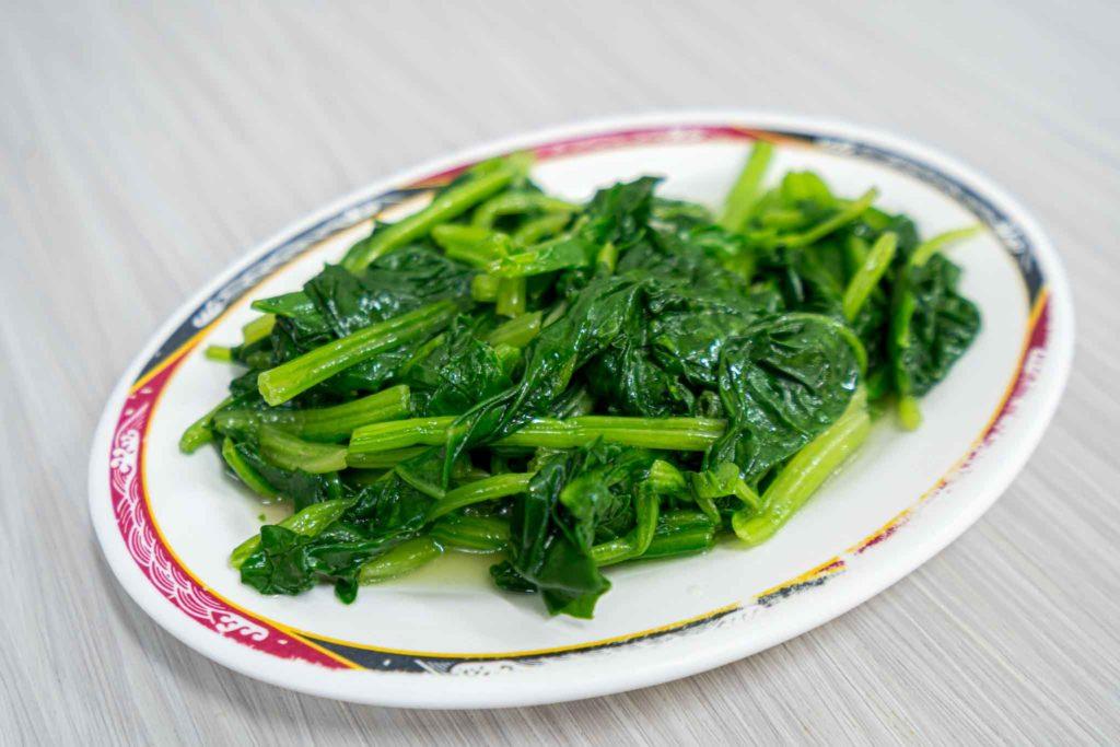 小李子紅燒排骨麵店的燙青菜